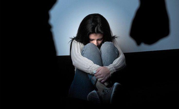 Мужик пять лет подряд насиловал родную дочь
