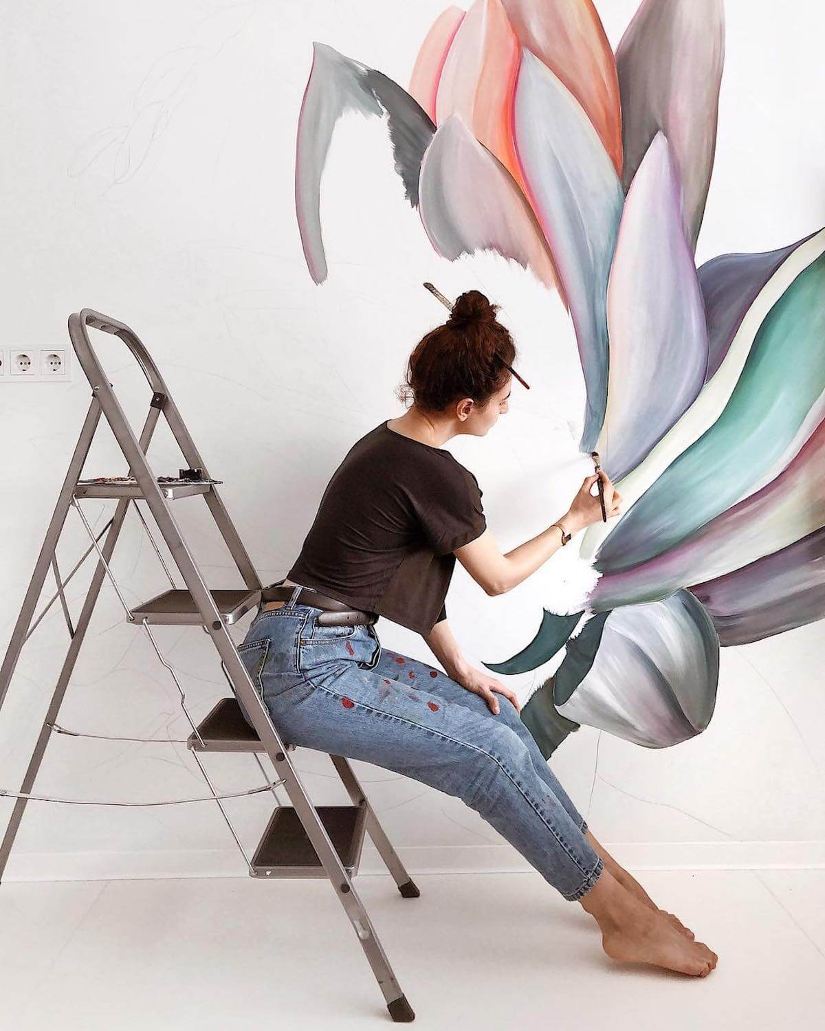 Mesmerizing Flower Murals Turn Ordinary Rooms into Spaces with Blooming Personalities