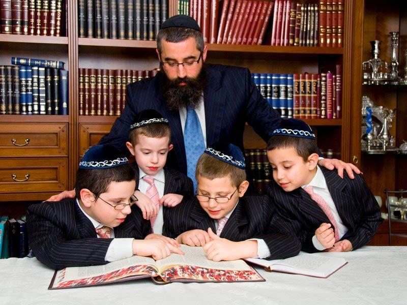 Благодаря чему еврейские дети вырастают гениями: 7 особенностей воспитания