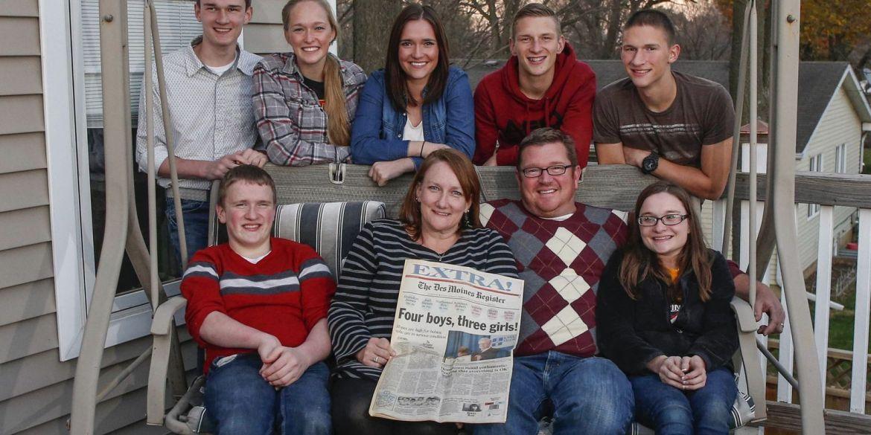 В 1997 году она родила семерых детей — и их бросил муж. Вот как они выглядят сегодня