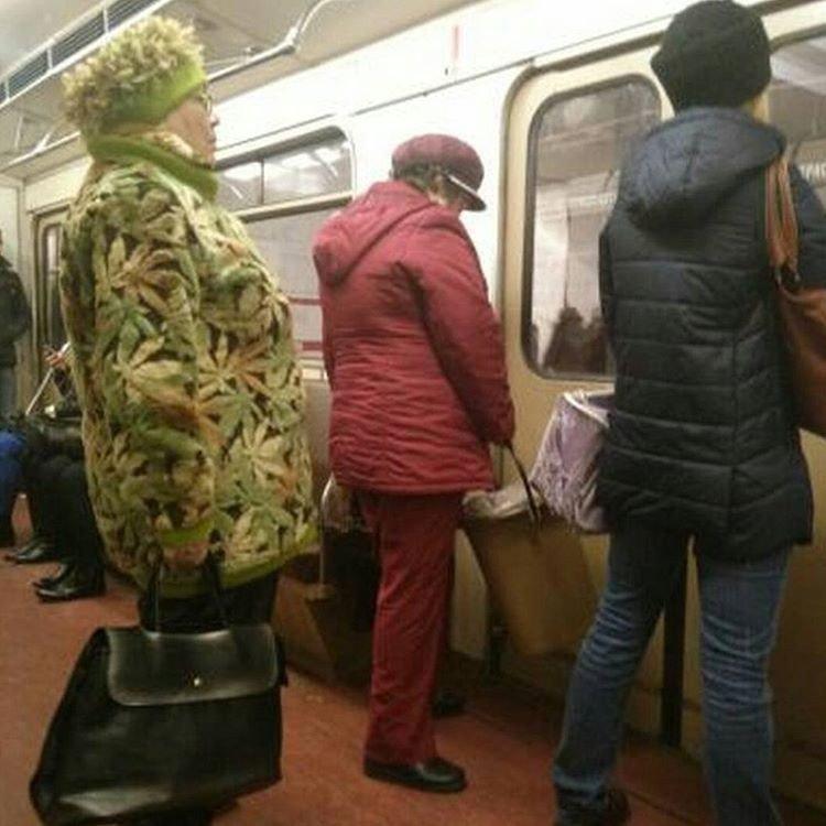Экстравагантные пассажиры метро, которых сложно не заметить