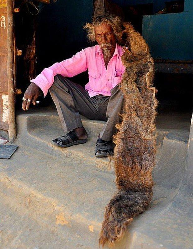 40 лет житель Индии не стриг и не мыл волосы