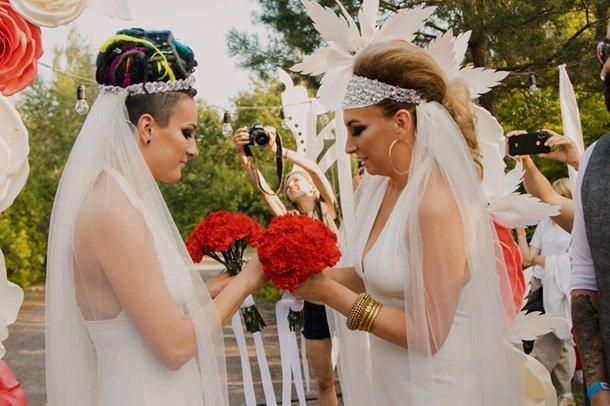 В Украине прошла первая однополая свадьба. Фото