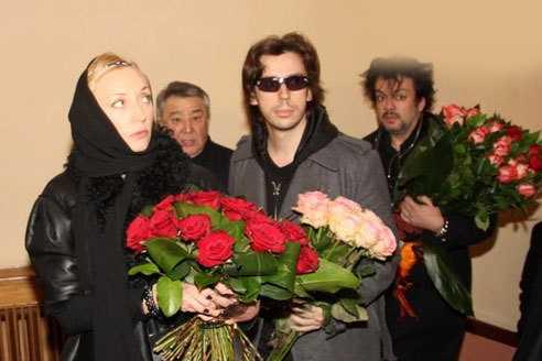 Это возмутительно! Журналистов не пускают к могиле Аллы Пугачёвой!