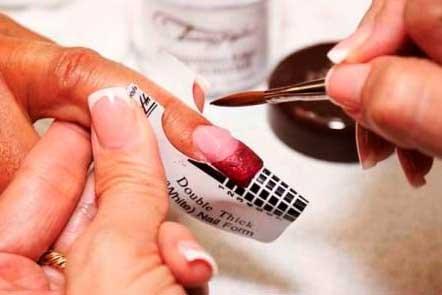 Если вы наращиваете ногти, вот к каким неприятностям вам надо быть готовой