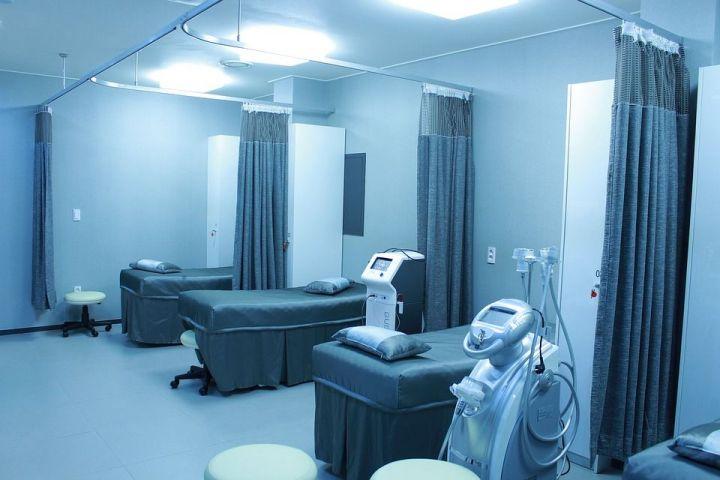 В России 58-летний врач-анестезиолог изнасиловал трех пациенток, которые были под наркозом