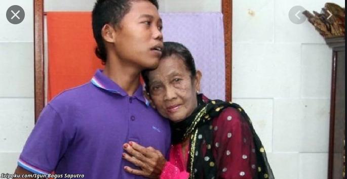 Ревнивый 16-летний муж запирает 71-летнюю жену в доме – чтобы её ″не украли″