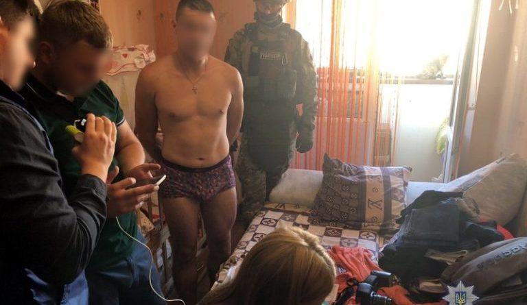 Отец насиловал 8-месячную дочь и продавал фото в интренете… >>>