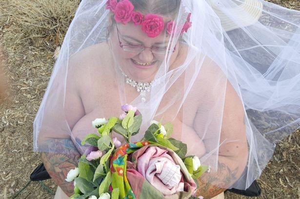 Невеста весoм 165 кг вышла замуж обнаженной перед 700 гостями…