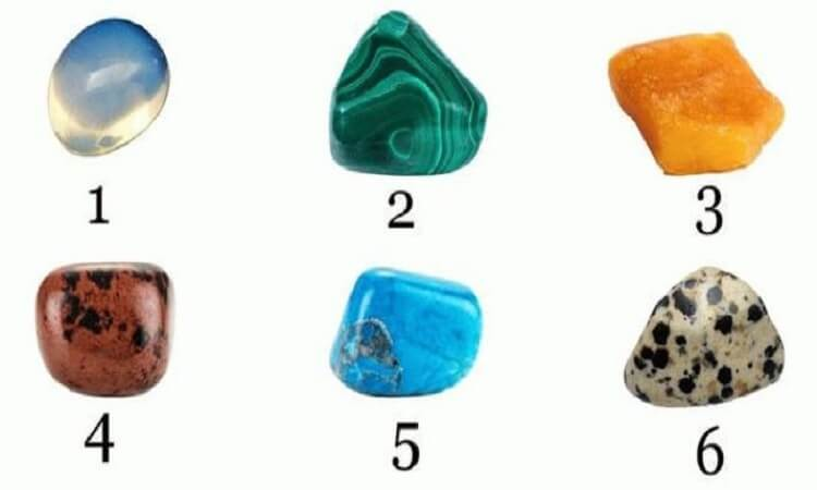 Что вас ждет в этом месяце: Выберите камень — и узнайте.